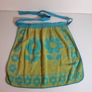 Vtg Apron 1960s Terrycloth reversible with daisies